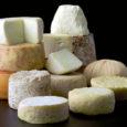Los diferentes quesos manchegos, el tierno, el semicurado, el curado, el queso en aceite, son excelentes opciones de un queso excepcional.